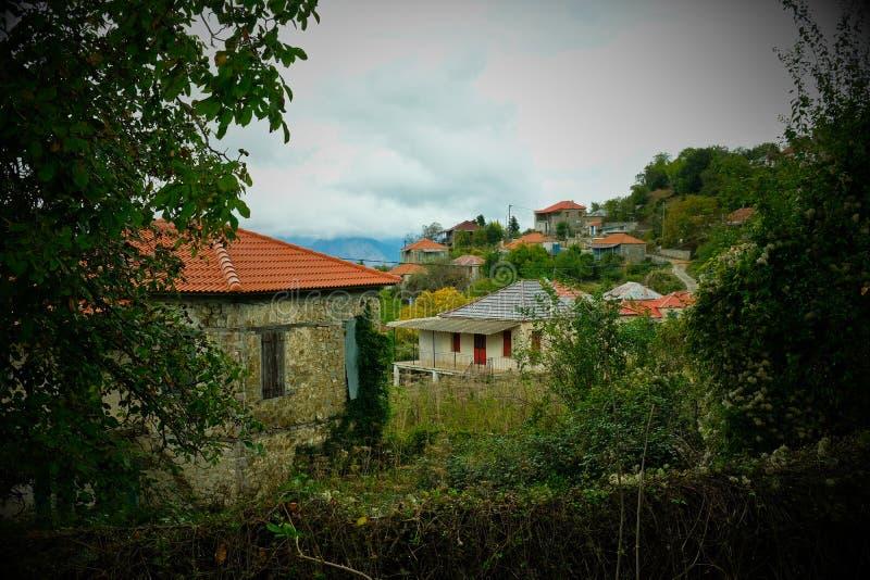 Nostalgisk karaktärsteckning, tomma grekiska hus, Grekland fotografering för bildbyråer