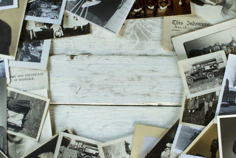 Nostalgiska gamla fotografier och dokument fotografering för bildbyråer