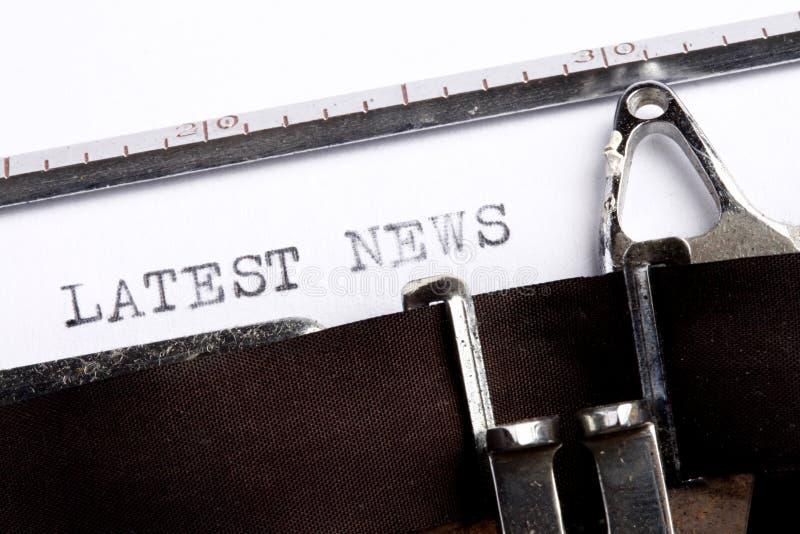 A NOTÍCIA A MAIS ATRASADA escrita na máquina de escrever fotografia de stock royalty free
