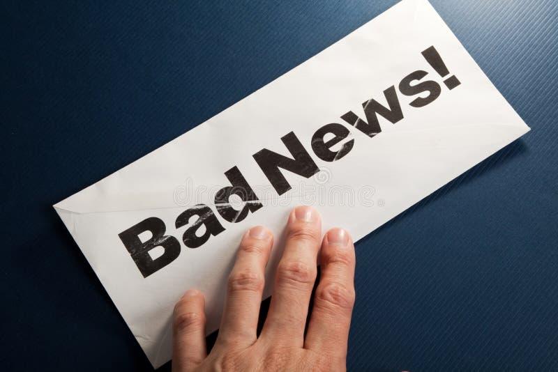 Notícia ruim e envelope imagem de stock