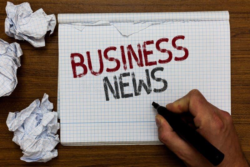 Notícias de negócios do texto da escrita Conceito que significa o homem incorporado da introspecção da atualização comercial do m imagens de stock royalty free