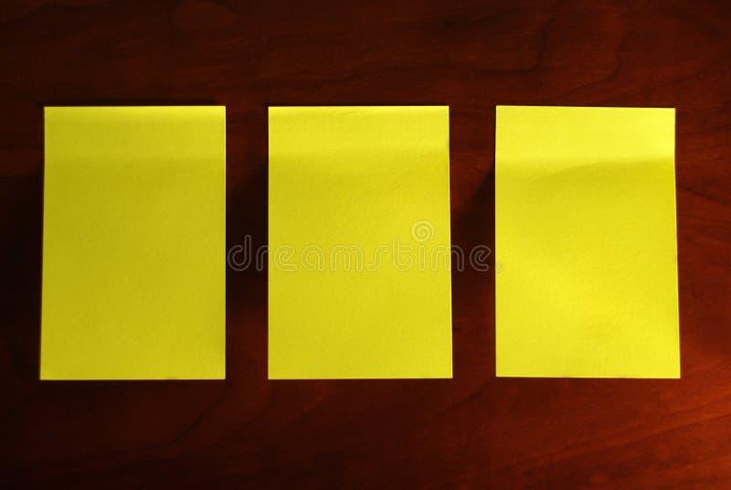 Nota amarilla tres foto de archivo libre de regalías