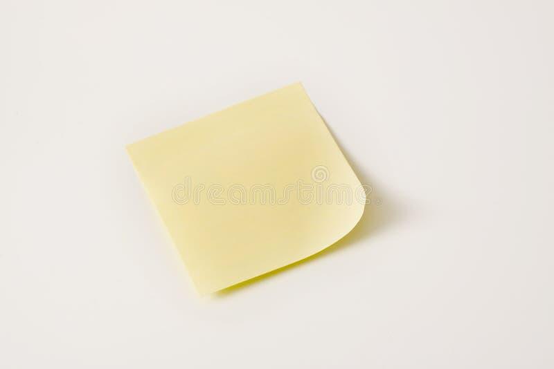 Nota appiccicosa gialla in bianco immagine stock libera da diritti