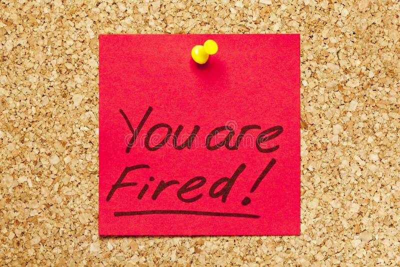 Nota appiccicosa rossa ?siete licenziato!? fotografie stock