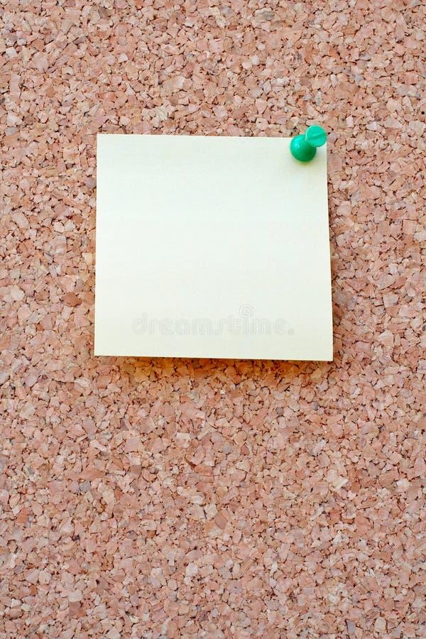 Nota in bianco su un corkboard fotografia stock