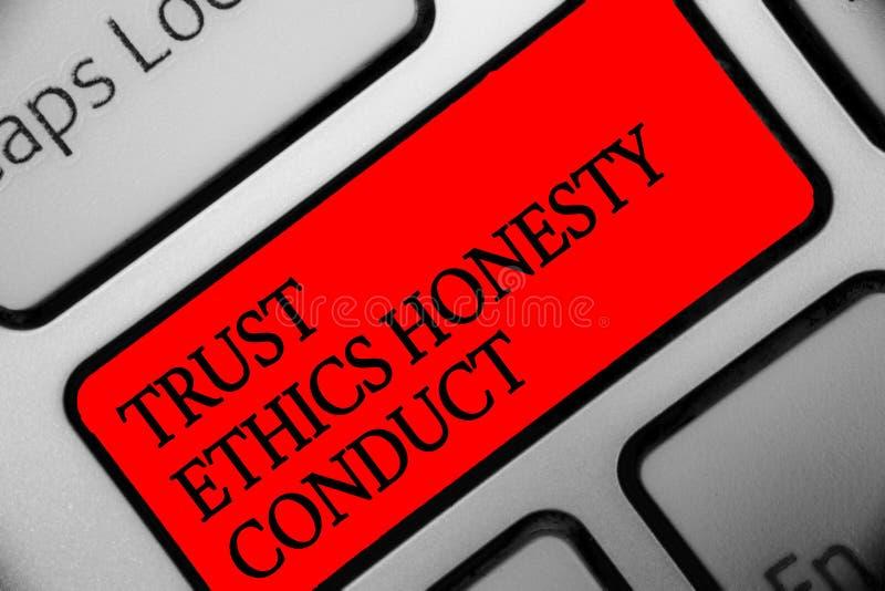 Nota da escrita que mostra a conduta da honestidade das éticas da confiança Apresentar da foto do negócio conota o teclado positi fotografia de stock royalty free