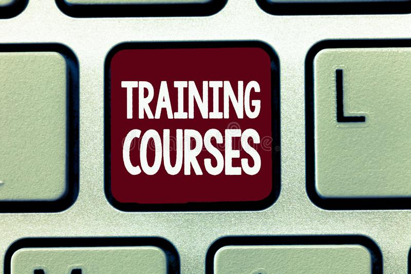 Nota da escrita que mostra cursos de formação Apresentar da foto do negócio é série de lições ou de leituras que ensinam a habili fotos de stock royalty free