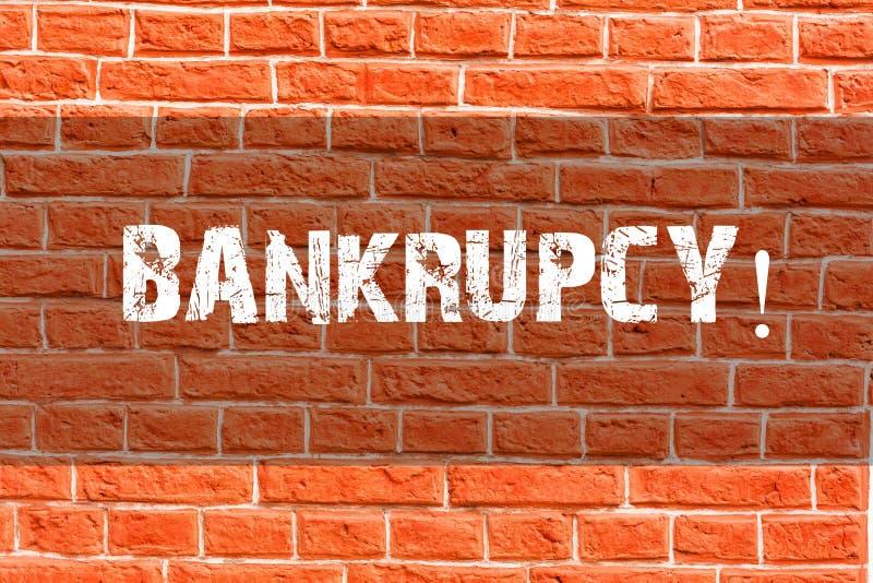 Nota da escrita que mostra a falência A empresa apresentando da foto do negócio sob a crise financeira vai falido com diminuição ilustração do vetor