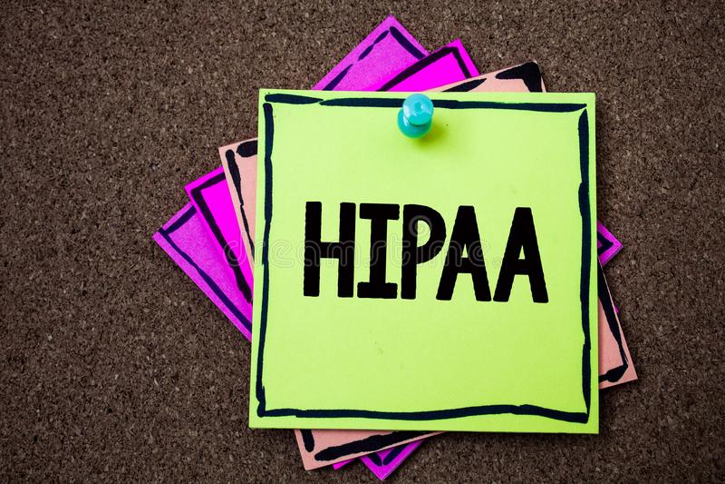 Nota da escrita que mostra Hipaa Papéis apresentando da lei dos cuidados médicos do ato da mobilidade e da responsabilidade do se fotografia de stock