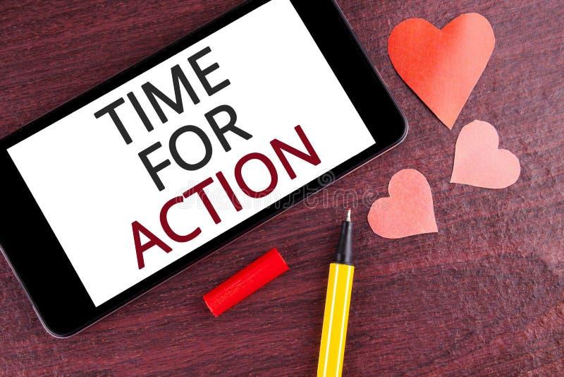 Nota da escrita que mostra a hora para a ação Apresentar da foto do negócio faz algo agora para um ato particular da finalidade n imagem de stock