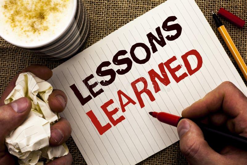Nota da escrita que mostra lições instruídas Experiências apresentando da foto do negócio que devem ser no futuro writt tomado em imagens de stock royalty free