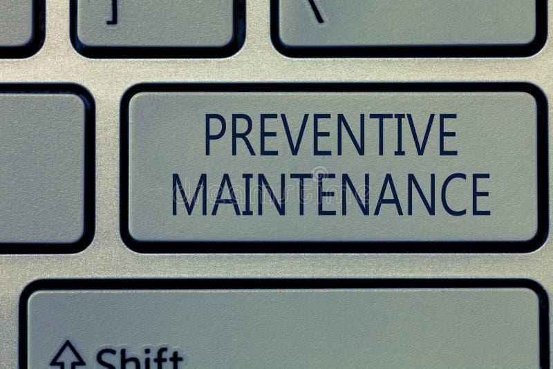 Nota da escrita que mostra a manutenção preventiva Apresentar da foto do negócio evitar a divisão feita quando máquina ainda que  imagem de stock