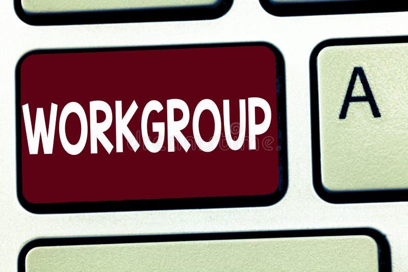 Nota da escrita que mostra o grupo de trabalho Grupo apresentando da foto do negócio de mostrar a quem normalmente o trabalho jun fotografia de stock