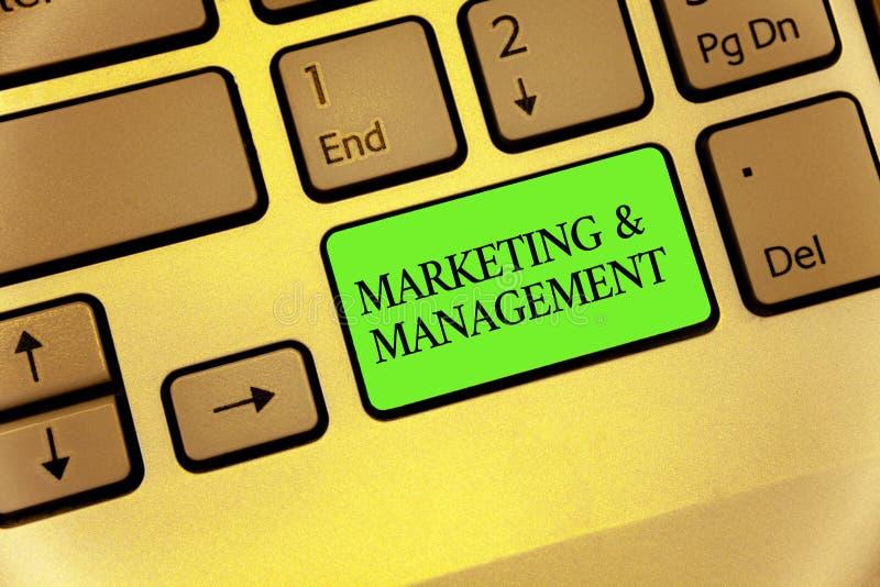 Nota da escrita que mostra o mercado e a gestão Processo apresentando da foto do negócio de desenvolver estratégias para o teclad fotografia de stock royalty free