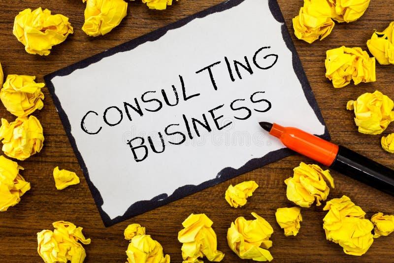 Nota da escrita que mostra o negócio de consulta Os peritos apresentando da empresa de consulta da foto do negócio dão o conselho imagem de stock