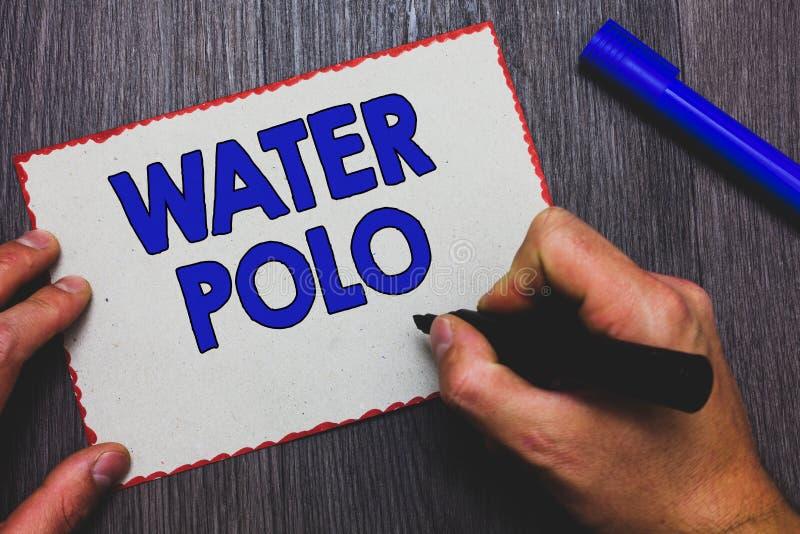 Nota da escrita que mostra o polo aquático A foto do negócio que apresenta o esporte de equipe competitivo jogou na água entre o  fotos de stock royalty free