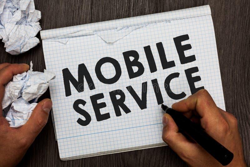 Nota da escrita que mostra o serviço móvel A utilidade apresentando da radiocomunicação da foto do negócio entre o móbil e as est fotografia de stock royalty free
