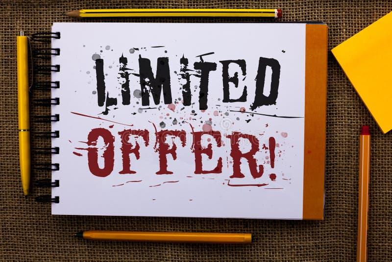 Nota da escrita que mostra a oferta limitada a chamada inspirador Texto apresentando da redução de preço do afastamento especial  imagens de stock royalty free