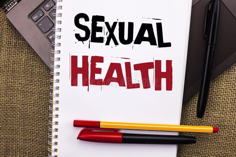 Nota da escrita que mostra a saúde sexual Foto do negócio que apresenta o cuidado saudável do sexo dos hábitos da proteção do uso fotos de stock
