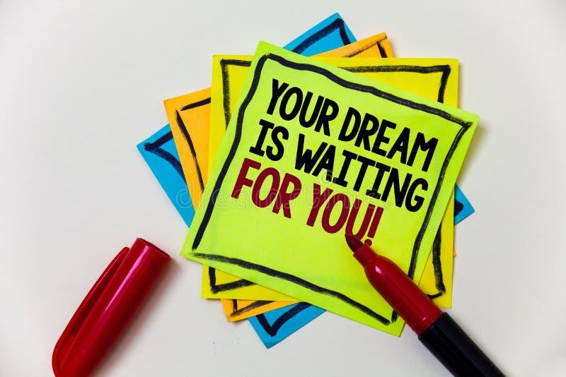 A nota da escrita que mostra seu sonho está esperando-o Do alvo objetivo da intenção do objetivo da foto do negócio pena ardente  foto de stock