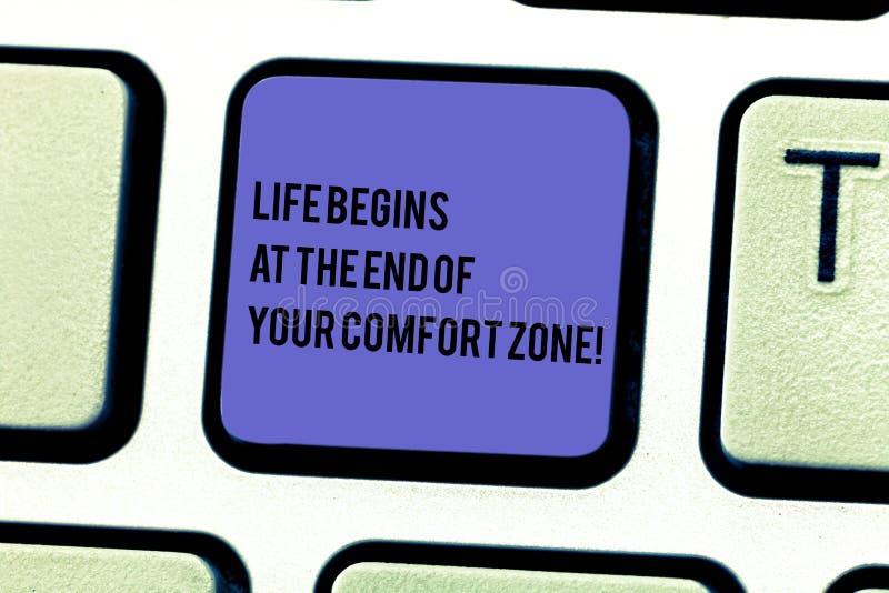 A nota da escrita que mostra a vida começa no fim de sua zona de conforto Apresentar da foto do negócio faz mudanças evoluir para ilustração do vetor