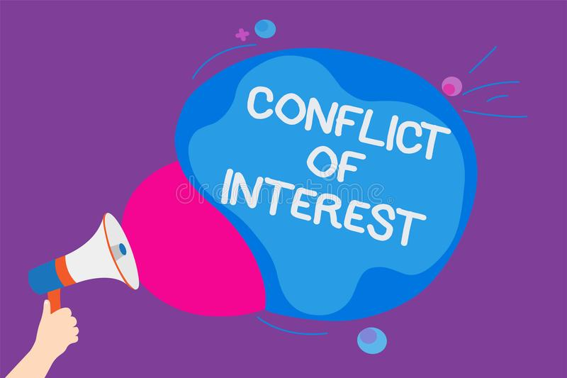 A nota da escrita que mostram a discordância apresentando da foto do negócio do conflito de interesses com o alguém sobre objetiv ilustração stock