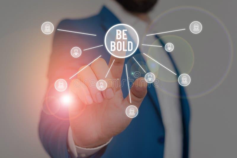 Nota de escritura que muestra Be Bold. Fotografía de negocios que muestra Go for it Fix it you en lugar de hablar con fuerza imagen de archivo libre de regalías