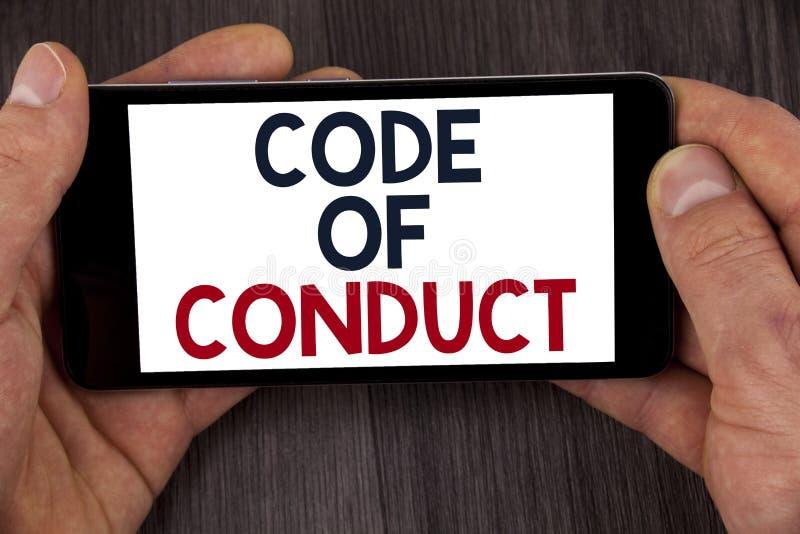 Nota de la escritura que muestra código de conducta La exhibición de la foto del negocio sigue principios y los estándares para l foto de archivo
