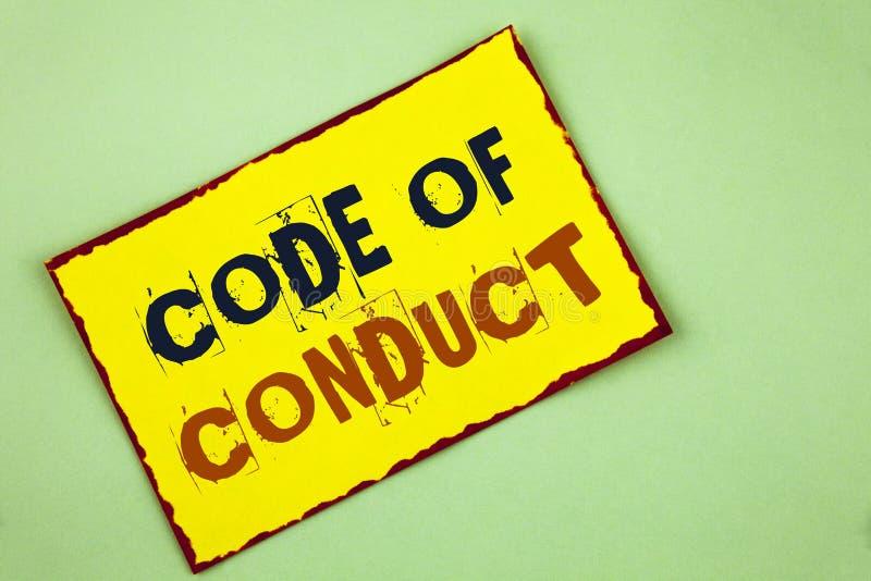 Nota de la escritura que muestra código de conducta La exhibición de la foto del negocio sigue principios y los estándares para l imagen de archivo