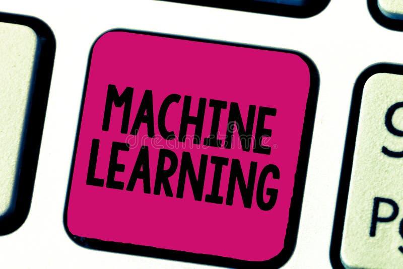Nota de la escritura que muestra el aprendizaje de máquina La exhibición de la foto del negocio da a ordenadores la capacidad de  imagen de archivo