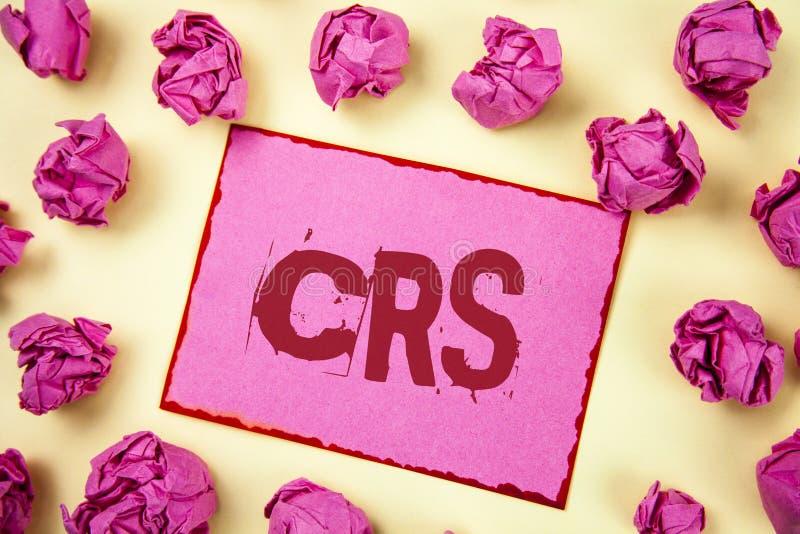 Nota de la escritura que muestra el CRS Foto del negocio que muestra el estándar común de la información para compartir la inform imagen de archivo