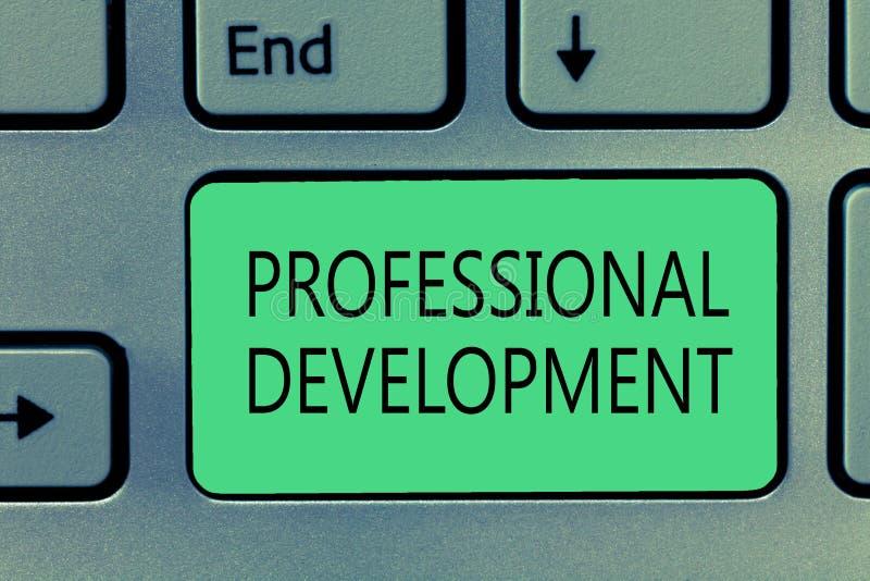 Nota de la escritura que muestra el desarrollo profesional Aprendizaje de exhibición de la foto del negocio ganar o mantener maes imagen de archivo