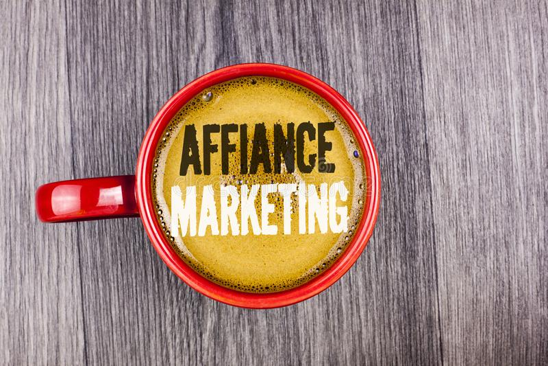 Nota de la escritura que muestra el márketing del Affiance Foto del negocio que muestra uniéndose a dos o más compañías en lo mis fotos de archivo