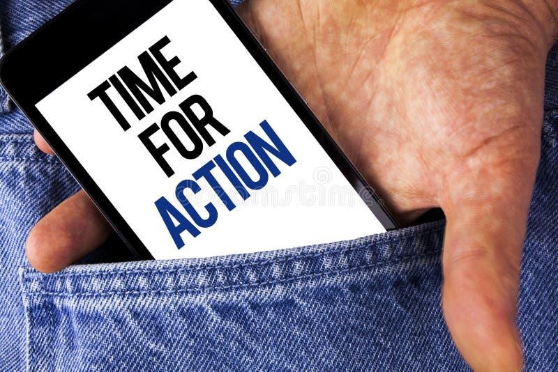 Nota de la escritura que muestra la hora para la acción La exhibición de la foto del negocio ahora hace algo para un acto particu imagenes de archivo