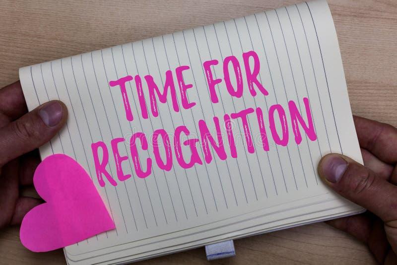 Nota de la escritura que muestra la hora para el reconocimiento Intervalo de exhibición del acuse de recibo de la foto del negoci imagenes de archivo