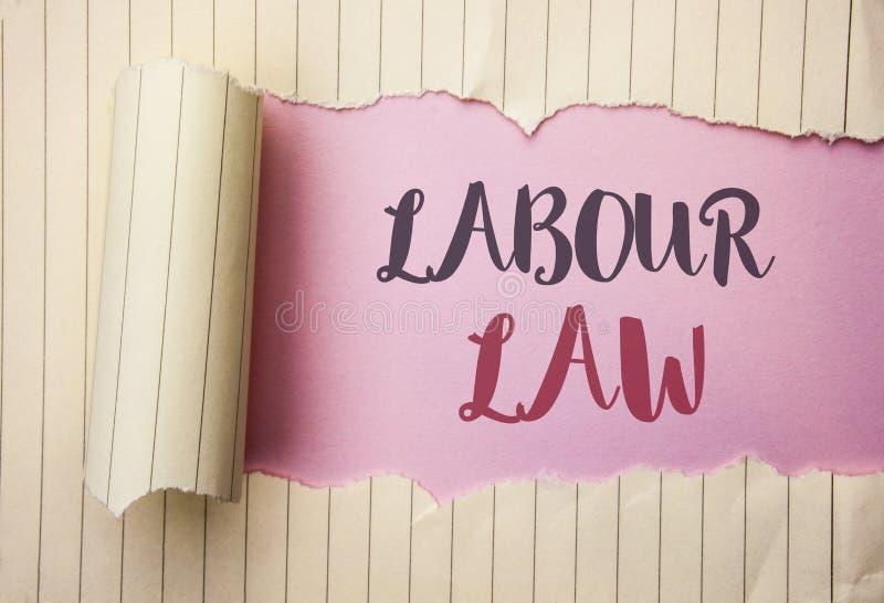 Nota de la escritura que muestra ley de trabajo El empleo de exhibición de la foto del negocio gobierna la legislación o escrito  fotografía de archivo