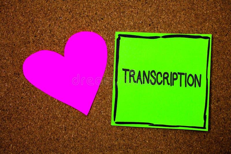 Nota de la escritura que muestra la transcripción La foto del negocio que muestra el proceso escrito o impreso de la transcripció foto de archivo