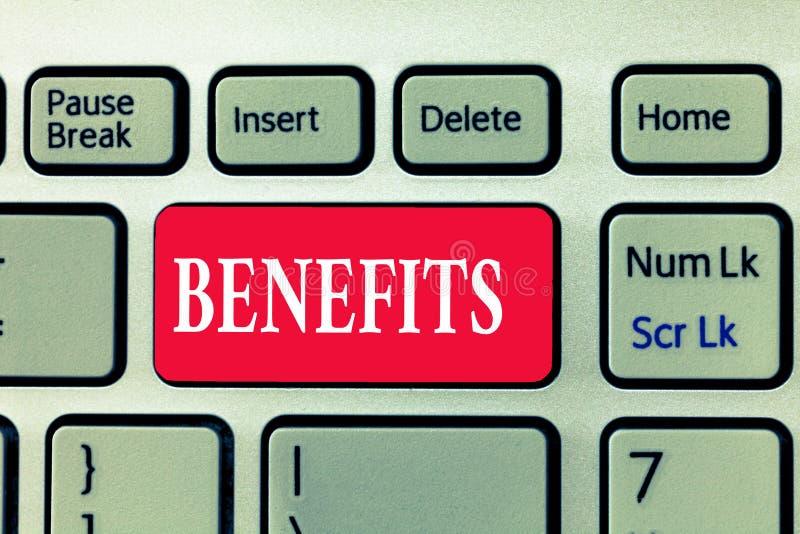 Nota de la escritura que muestra ventajas El beneficio de exhibición de la ventaja de la foto del negocio ganó algo la remuneraci foto de archivo libre de regalías