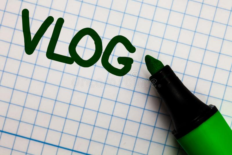 Nota de la escritura que muestra Vlog Papel cuadriculado entretenido de exhibición de las historias de la información de las noti imágenes de archivo libres de regalías