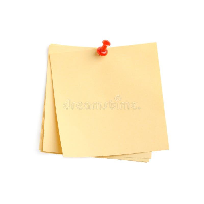 Nota de papel amarela com pino vermelho fotografia de stock