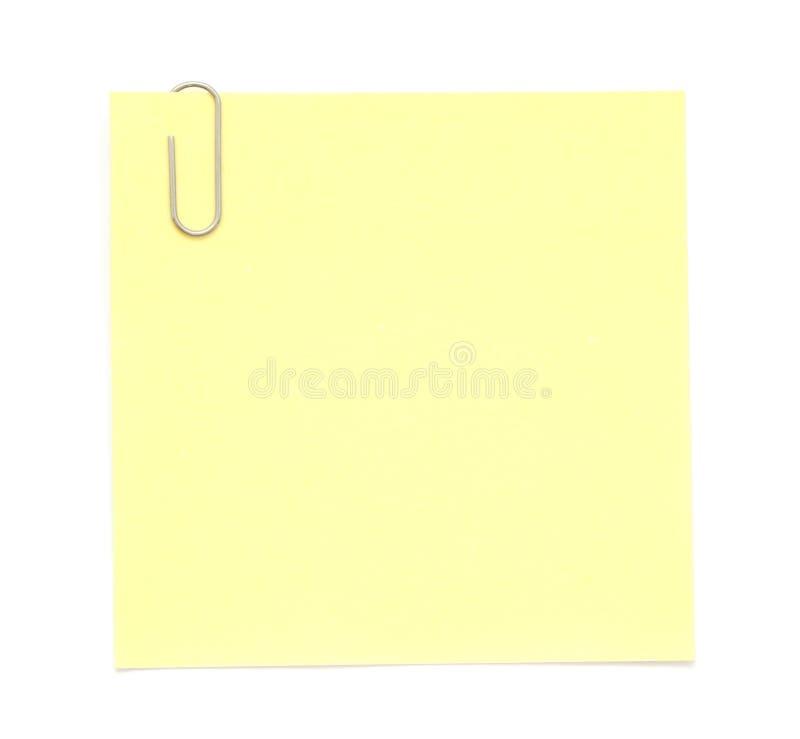 Nota de papel amarilla con el clip foto de archivo libre de regalías