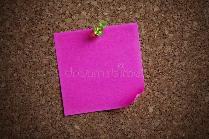 Nota dell'appunto su una scheda fotografie stock libere da diritti