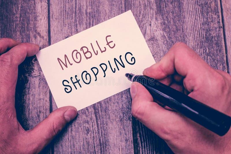 Nota di scrittura che mostra acquisto mobile Foto di affari che montra acquisto e vendita di beni e di servizi attraverso il cell fotografia stock libera da diritti