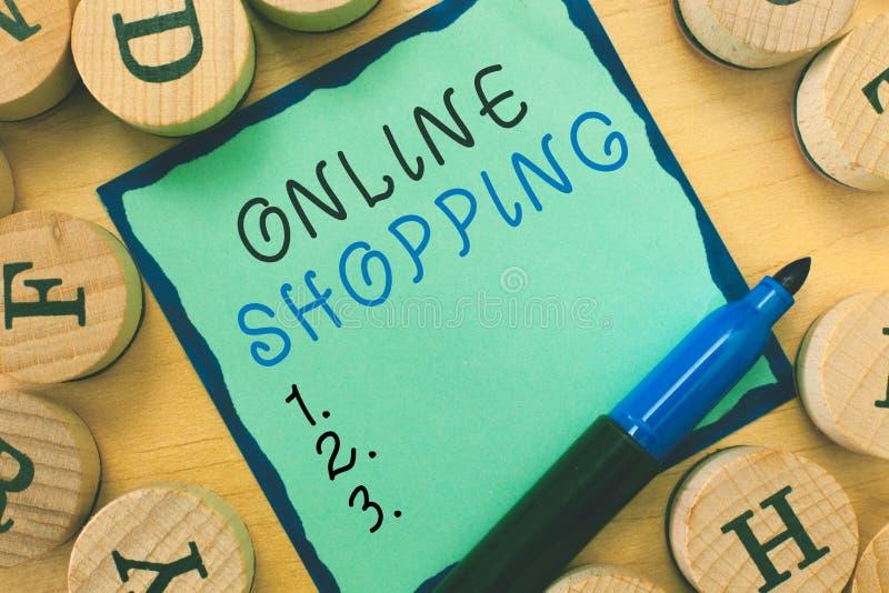 Nota di scrittura che mostra acquisto online Montrare della foto di affari permette che i consumatori comprino le loro merci su I fotografia stock libera da diritti