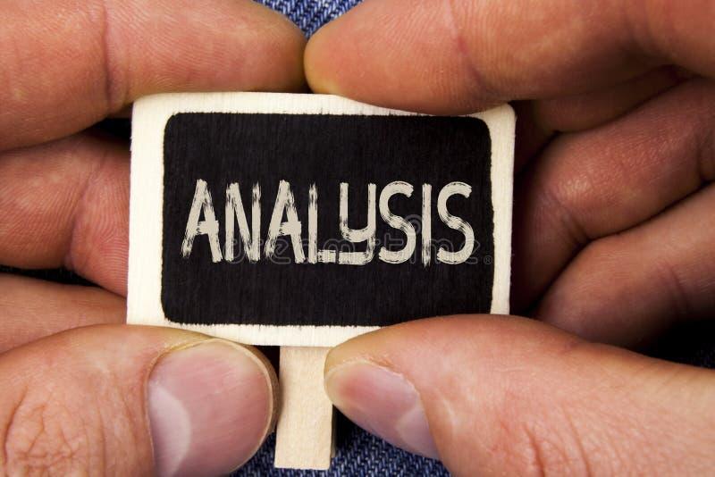 Nota di scrittura che mostra analisi Foto di affari che montra i piani analitici strategici per nuovo sviluppo di crescita del si fotografia stock