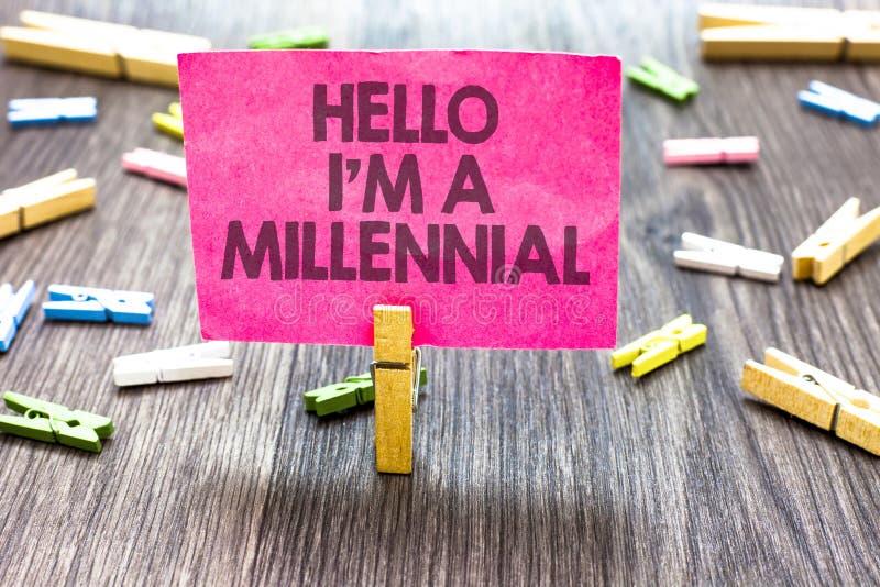 Nota di scrittura che mostra a ciao sono un millenario Foto di affari che montra età adulta giovane di raggiungimento della perso immagini stock