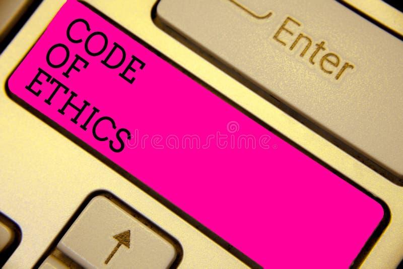 Nota di scrittura che mostra codice etico La foto di affari che montra la morale governa il buon rosa della tastiera di procedura immagini stock libere da diritti