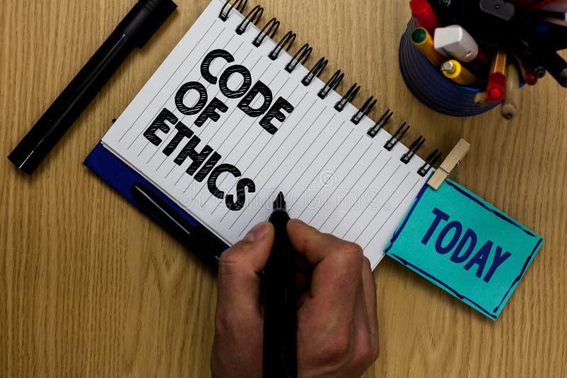 Nota di scrittura che mostra codice etico La foto di affari che montra la morale governa il buon uomo di procedura dell'onestà et fotografie stock
