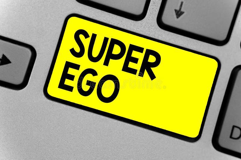 Nota di scrittura che mostra ego eccellente Foto di affari che montra la I o l'auto di chiunque che sta autorizzando la sua inter immagine stock