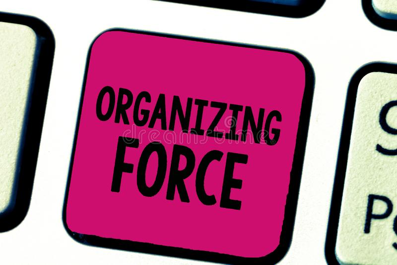 Nota di scrittura che mostra forza d'organizzazione Foto di affari che montra essendo gruppo potente unito per fare determinate a fotografia stock libera da diritti